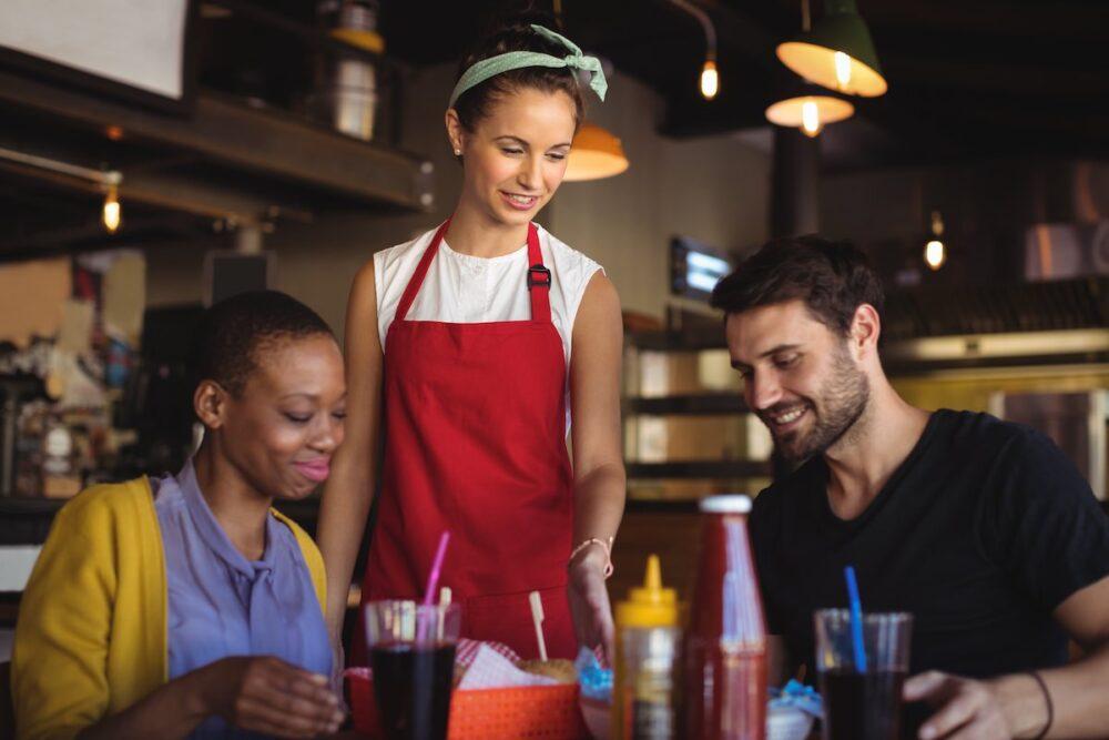 飲食店では接客での好印象が大切な理由