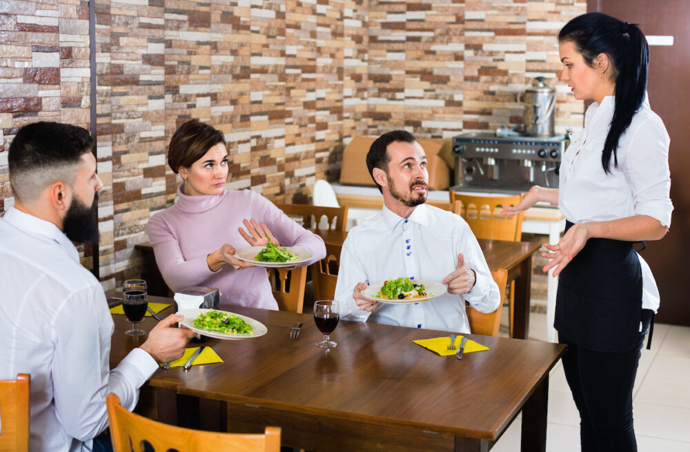 飲食店でのムカつく客への対応は接客向上がカギ