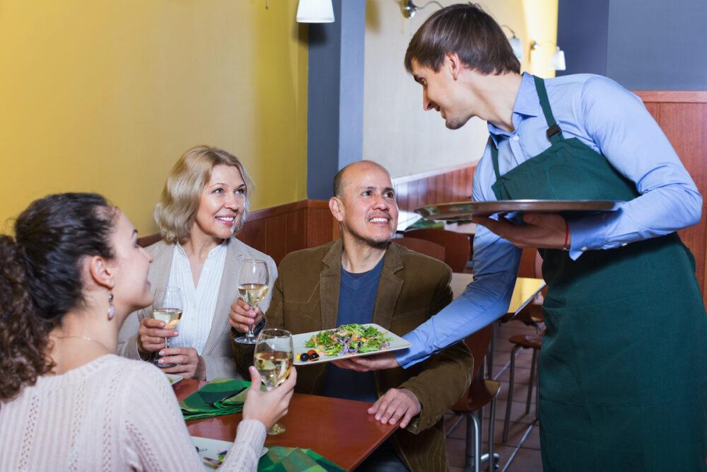 飲食店のバイトに合う人の特徴